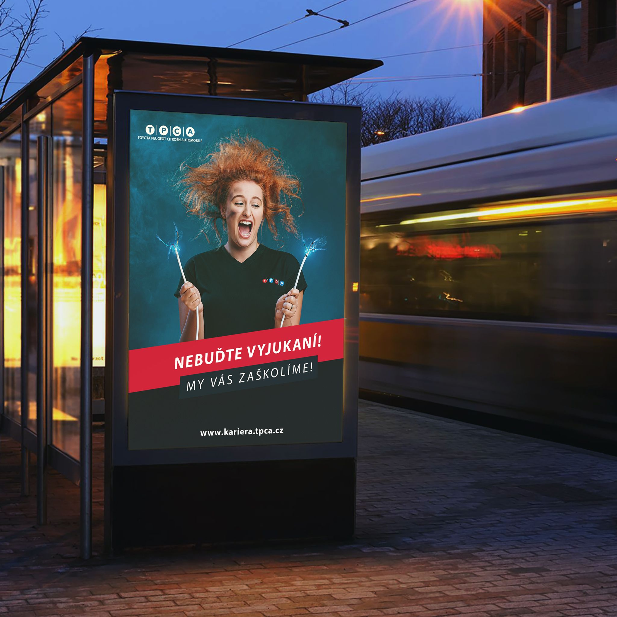 bus-stop-billboard-mockup_3